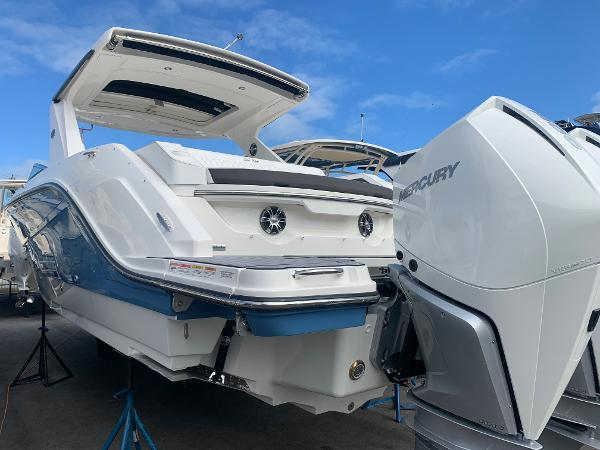 Sea Ray SLX 310 Outboard