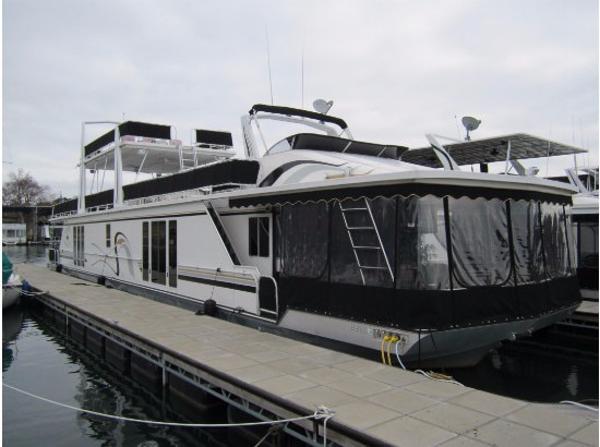 Fantasy Houseboat 17x92 Triple Decker