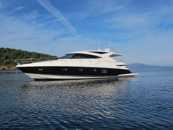 Riviera 5800 Sport Yacht Riviera 5800 Sport Yacht