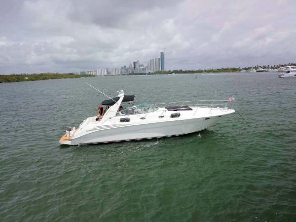 Sea Ray 400 Sundancer Starboard Profile