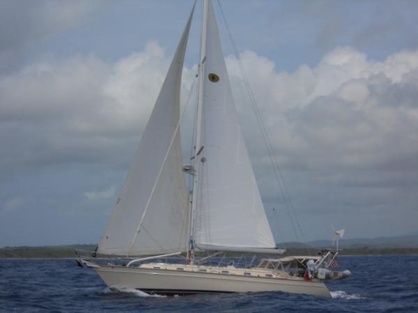 Island Packet 440 SEA STAR ROARING TO WEATHER