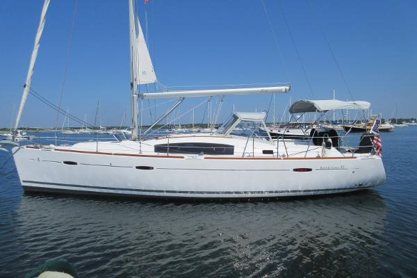 Beneteau Oceanis 40 Beneteau 40 Wired Hull profile port