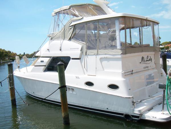 Silverton 392 Motor Yacht Profile_Port Aft Qtr.
