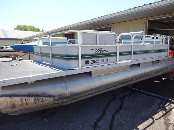 Weeres 20 ft pontoon