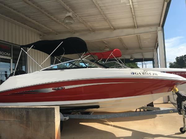 Sea Ray 220 Sundeck Outboard