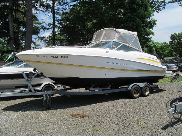 Maxum 2400 SC Maxum Port Side