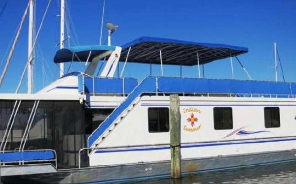 Thoroughbred Custom Houseboat Cruiser