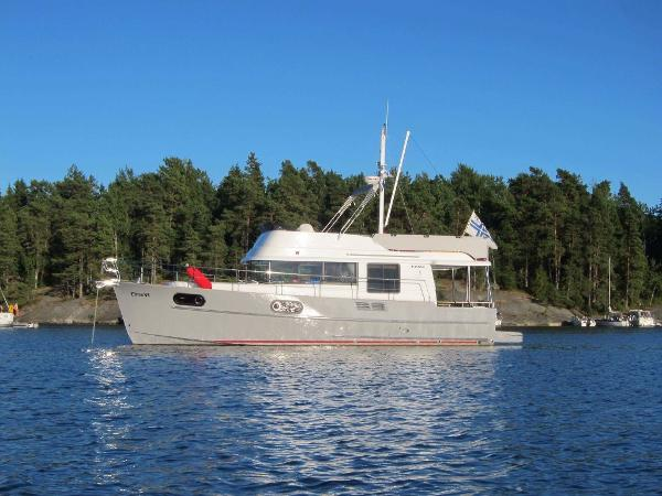 Beneteau Swift Trawler 44 Port side