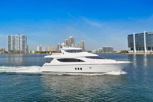 Hatteras 80 Motor Yacht Profile