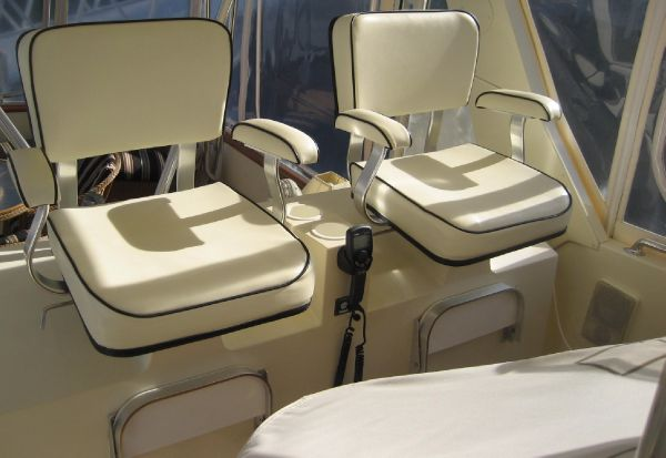 flybridge console seating