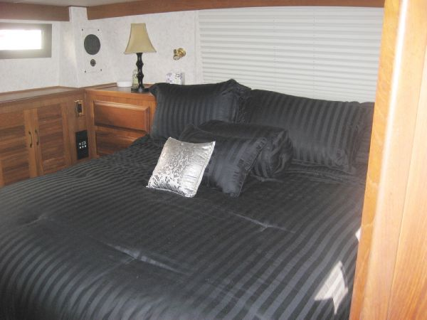 aft cabin centerline queen bed