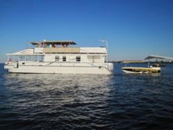 Starlite Custom Catamaran Port Profile