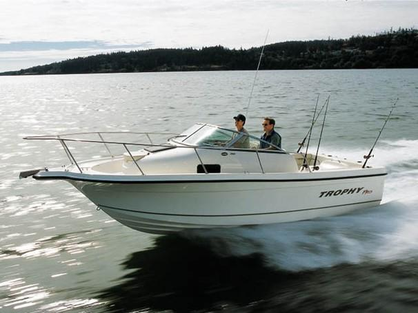 Used power boats saltwater fishing boats for sale in for Offshore fishing boat manufacturers