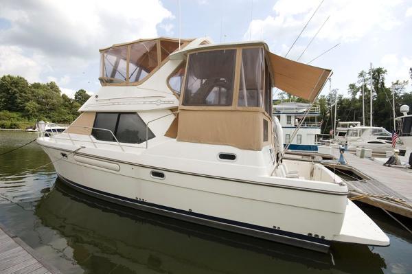 Bayliner 4087 Aft Cabin Motoryacht Profile