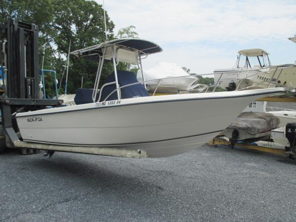 Sea Fox 237 Center Console Starboard Bow