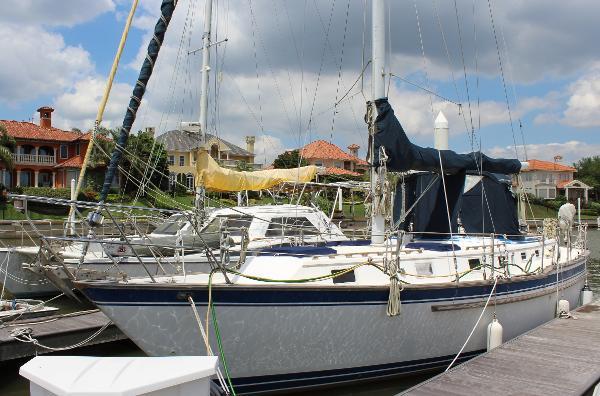 Endeavour 40 Sloop Exterior port