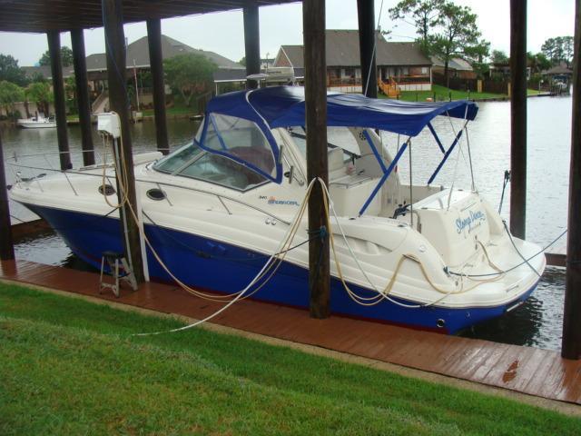 Sea Ray 340 Sundancer At Dock