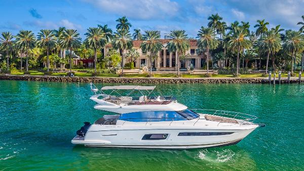 Prestige 550 Starboard Profile