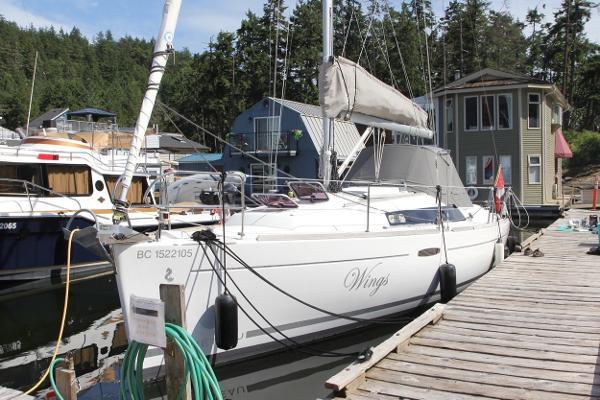 Beneteau Oceanis 31 at her dock