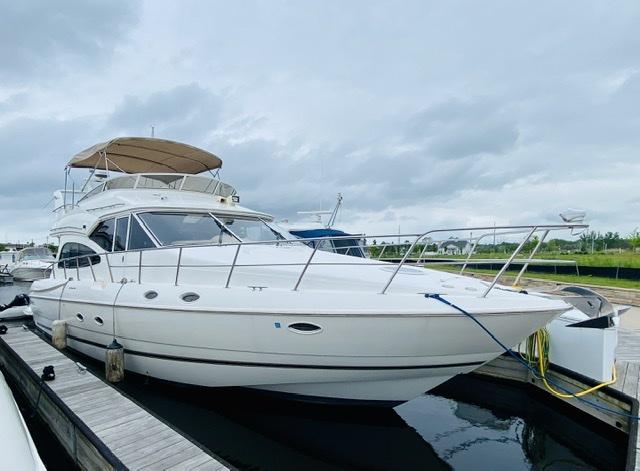 Cruisers Yachts 5000 Sedan Sport Stocks & Blondes