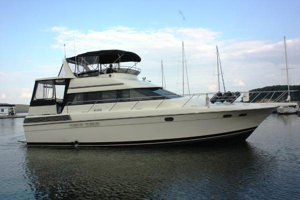 Silverton Motor Yacht Stbd Profile