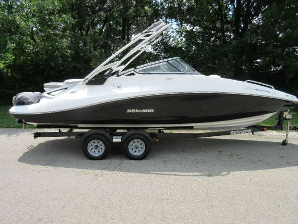 Sea-Doo 230 Challenger SE Supercharged