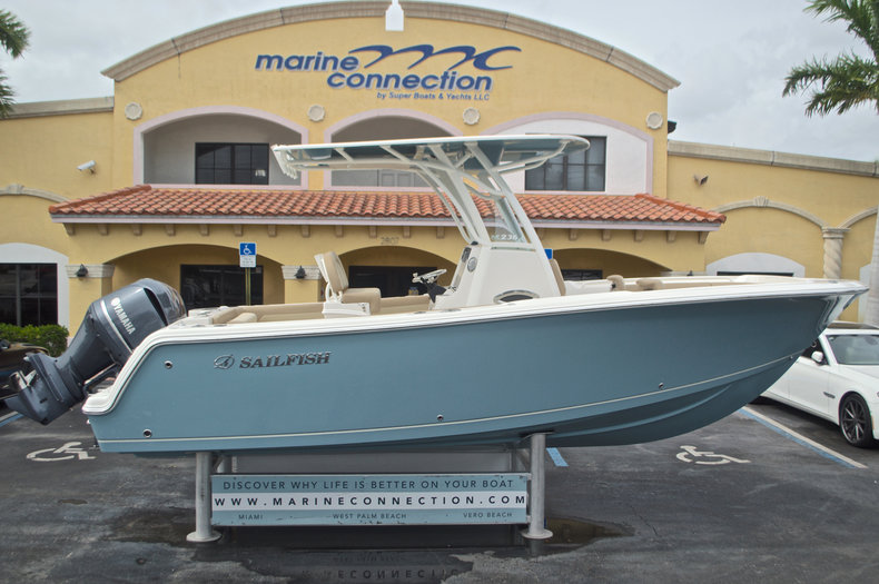 Sailfish 236 CC Center Conosle