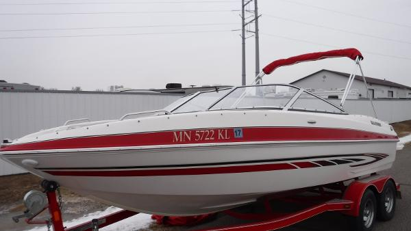 Glastron 225 GT Bow Rider