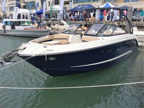 Sea Ray 250 SLX Port bow