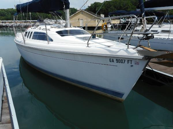 Hunter 29.5 Starboard View at Dock