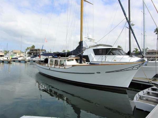 Kettenburg Motorsailer 47 Docked