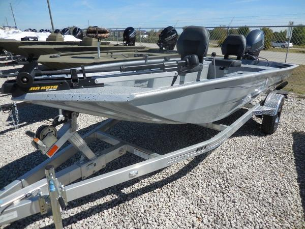 Xpress Boats Stick Steer Crappie XP16PF
