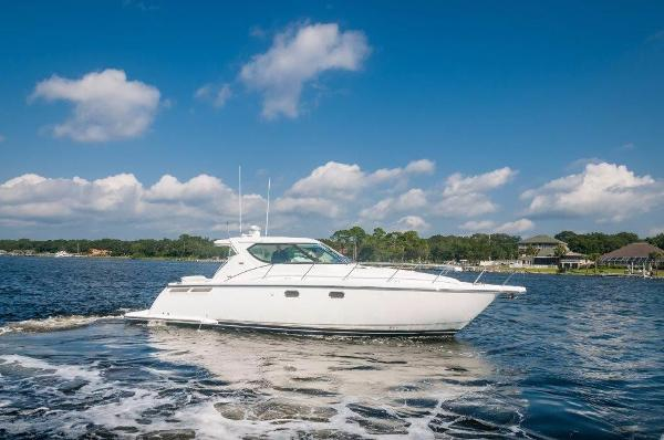 Tiara 4300 Sovran Starboard Profile
