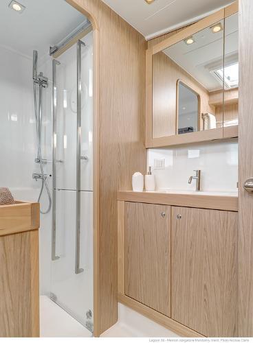 Lagoon 39 Bathroom