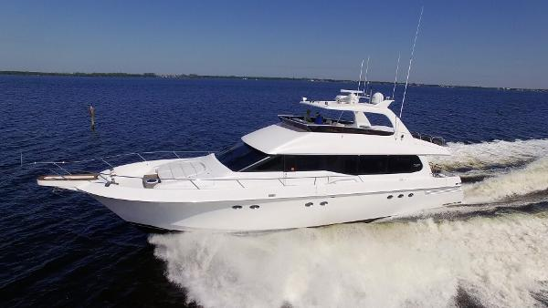 Lazzara Yachts 76 GRAND SALON