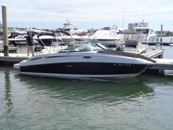 Sea Ray 260 Sundeck Exterior profile at dock 2