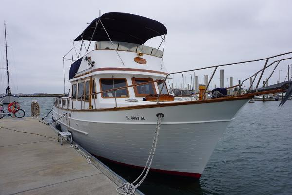 Marine Trader 38 Aft Cabin Starboard Bow