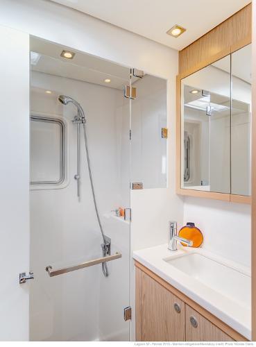 Lagoon 52 Shower