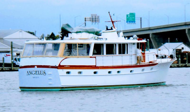 Trumpy Houseboat 63' Trumpy 1969.jpg