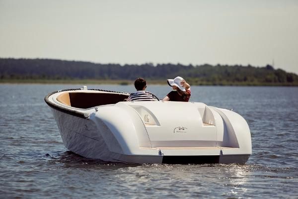 Admiral Classic 650  Lifestyle