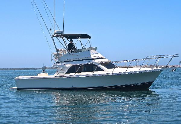 Blackfin 33 Flybridge Starboard Profile