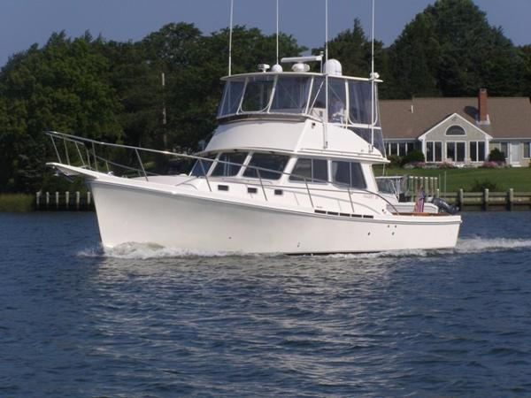 Nauset 38 Flybridge Port Bow