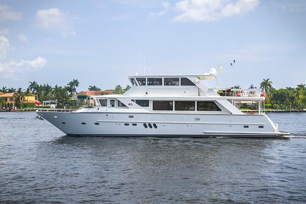 Jefferson 82 Raised Pilothouse Just Relaxing