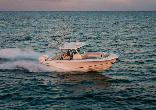 Boston Whaler OUTRAGE 330