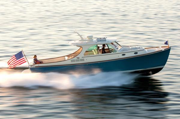 Hinckley Picnic Boat 34 S Manufacturer Provided Image