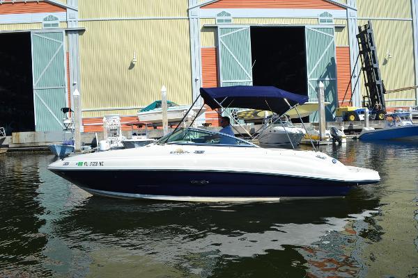 Sea Ray 220 Sundeck Port Profile