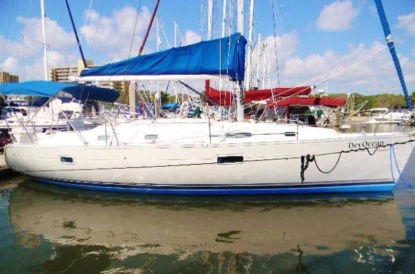 Beneteau 361 Starboard Exterior