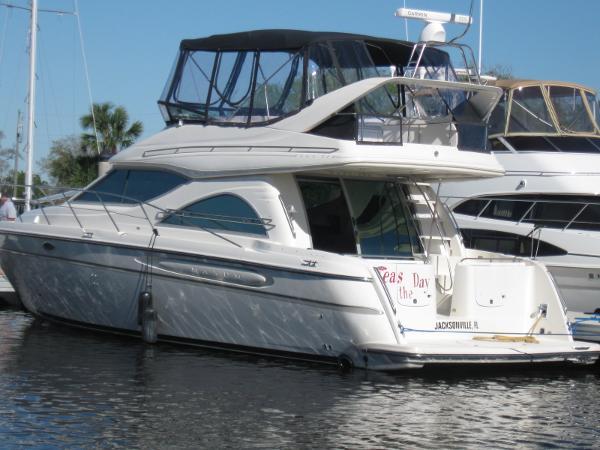 Maxum 4600 SCB Port Exterior