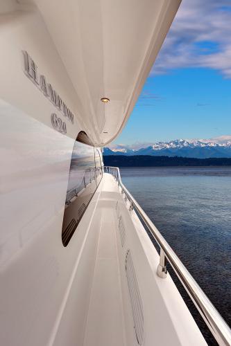 Starboard Walkaround Recessed Sidedecks