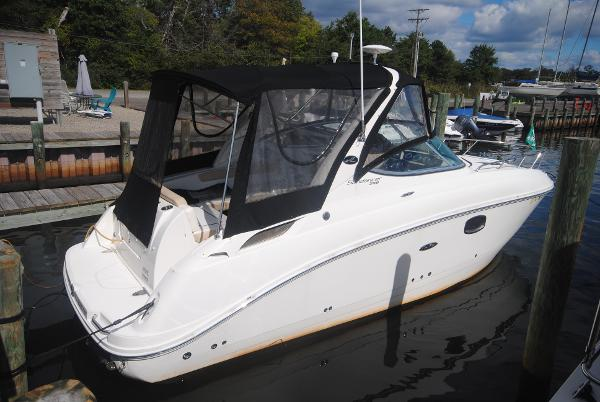 Sea Ray 250 Sundancer Starboard View